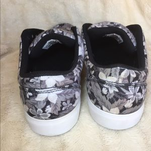 Nike Shoes - NIKE SB Floral Sneakers